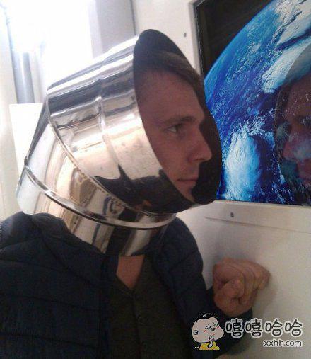 如何在朋友圈中假装自己在太空…