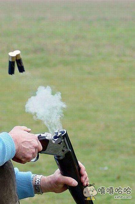 枪走火了,要自残啊
