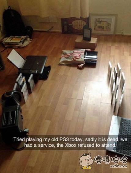网友的PS3今天坏掉了,家里的小伙伴们给他举行了一个葬礼,Xbox拒绝参加。