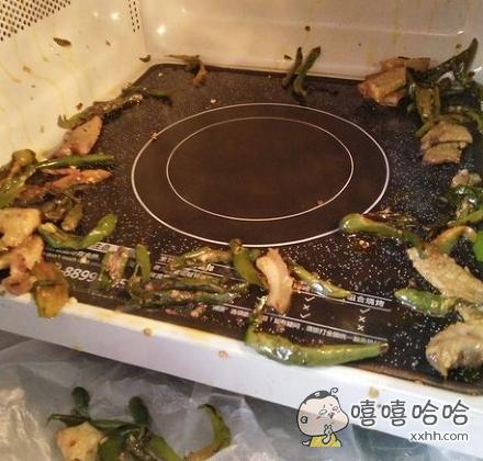 老公炒了个菜,灶台崩成酱紫