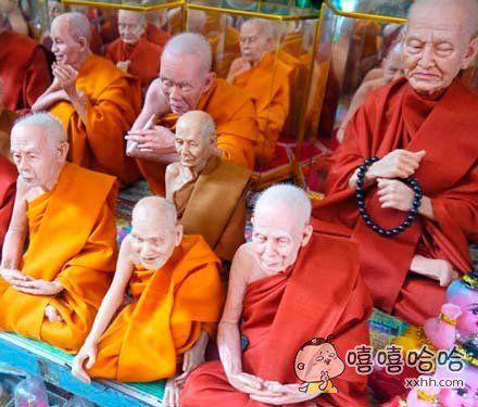 一位网友在泰国发现的僧人模型