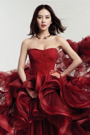 女星红衣照 你更爱谁?