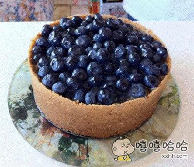 """朋友说做了色香味俱全的蓝莓芝士蛋糕请我去吃,我看完只能表示:""""??你特么在逗我??"""""""