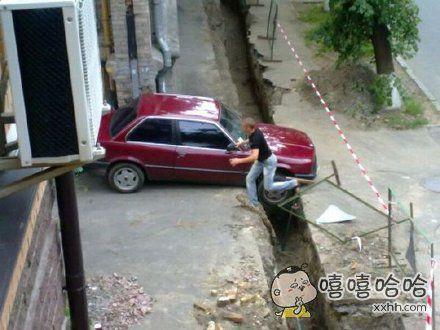 早上起来门口被挖了条沟