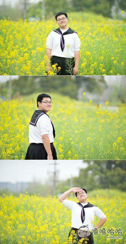 穿制服的男生在油菜花田拍小清新写真,好漂酿啊