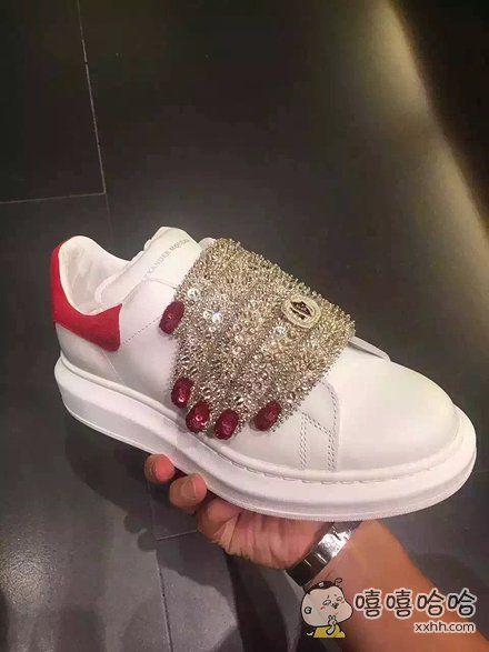 工作累的时候打开胖友圈刷刷代购,总能看见一些让人提神醒脑的东西。 比如这双MCQ的新鞋。