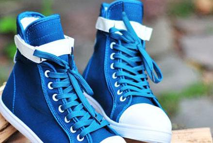 1蓝色的鞋子