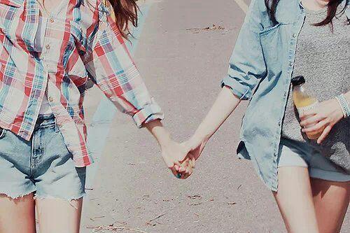 身边有一两个好朋友甚至闺蜜是应该的.