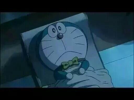 一个人躺着床上偷偷流眼泪的