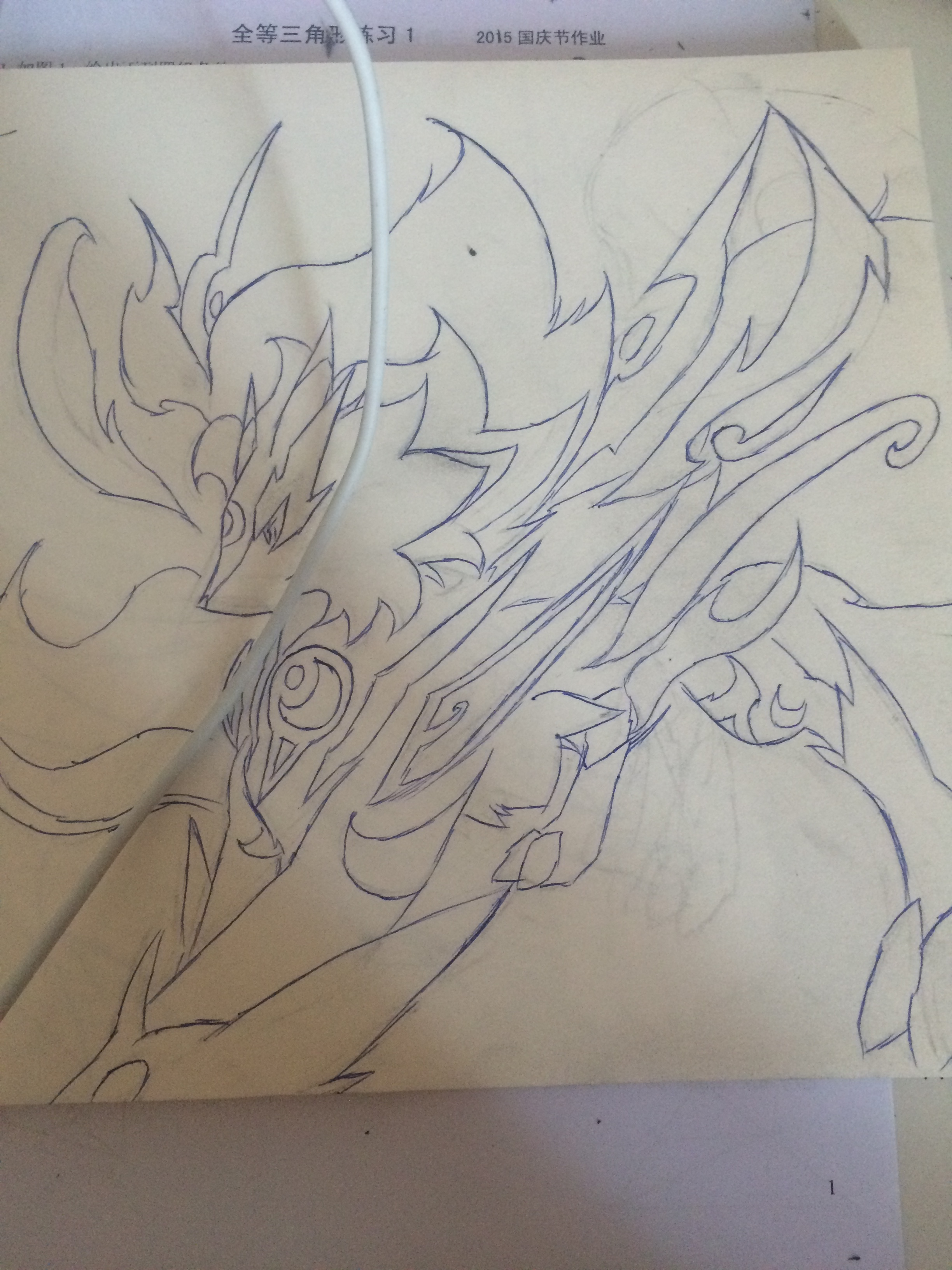 沿着铅笔痕迹用圆珠笔描线